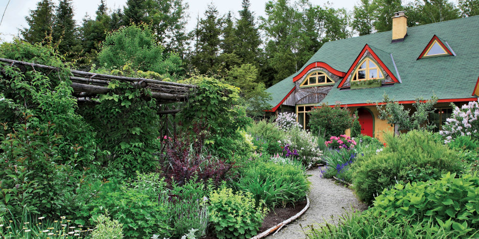 50+ Fresh New Ways to Landscape Your Yard