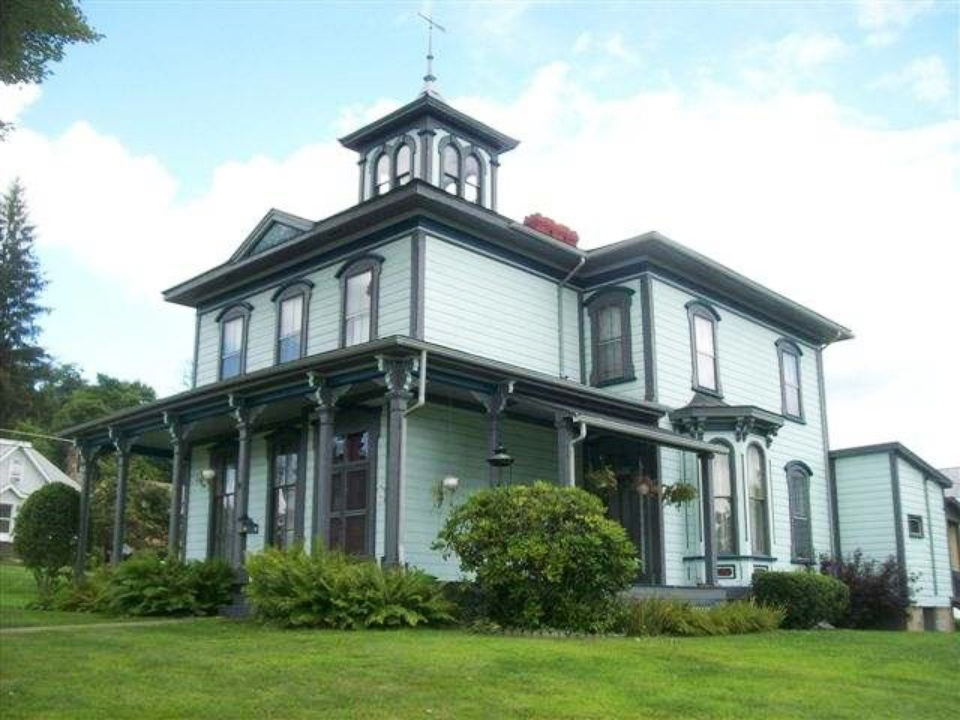 Historic homes for sale under 150 000 in america here 39 s for Home designs under 150k