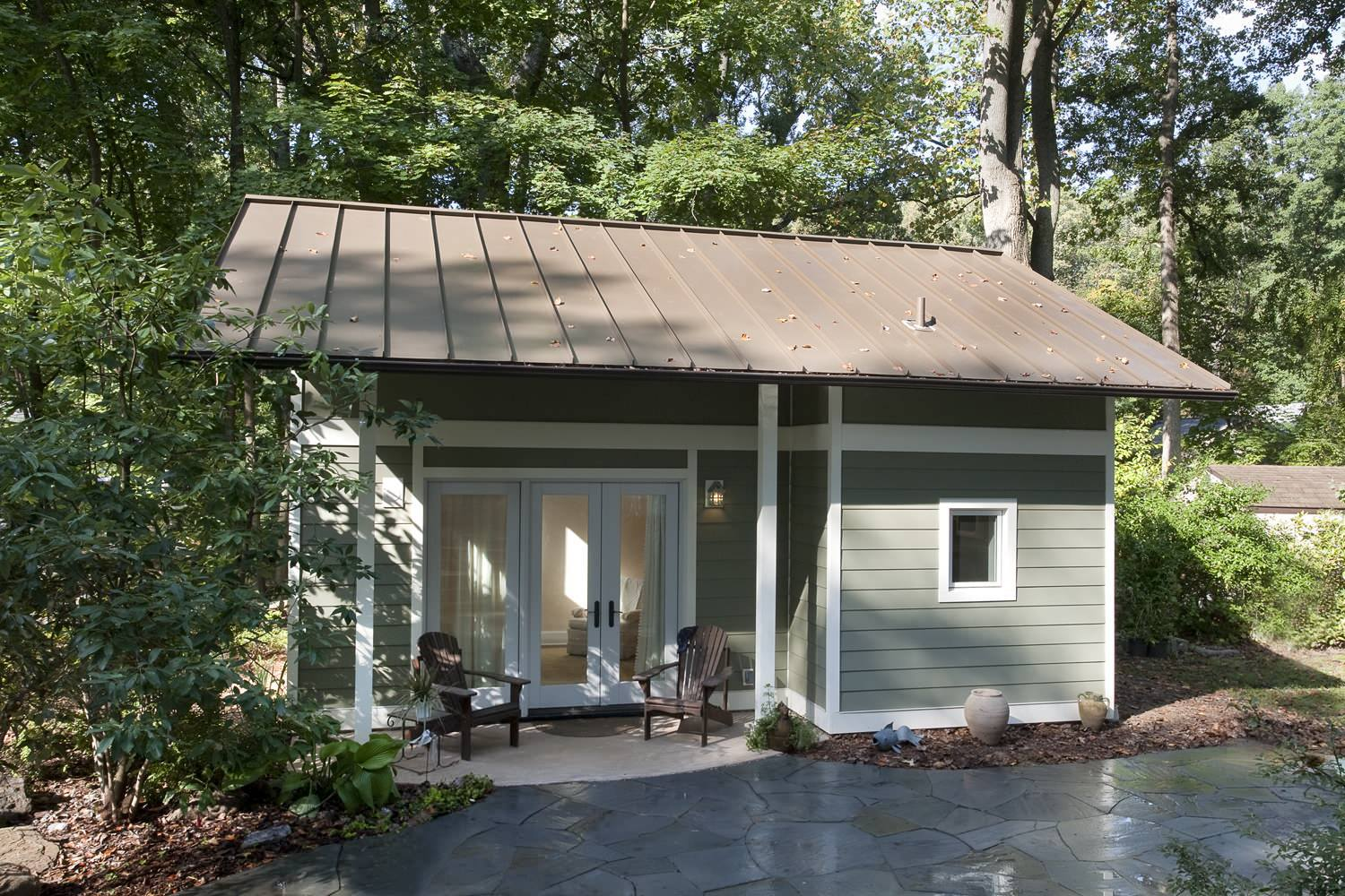 This adorable little maryland cottage used to be a one car for Small cottages to build