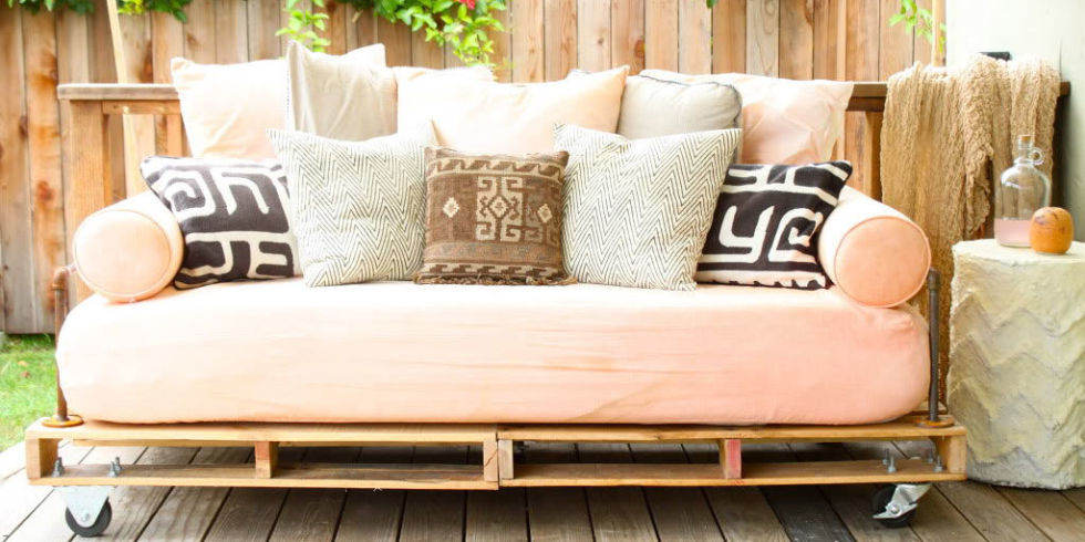 Wood pallet crafts easy craft ideas for Sofa de palets exterior