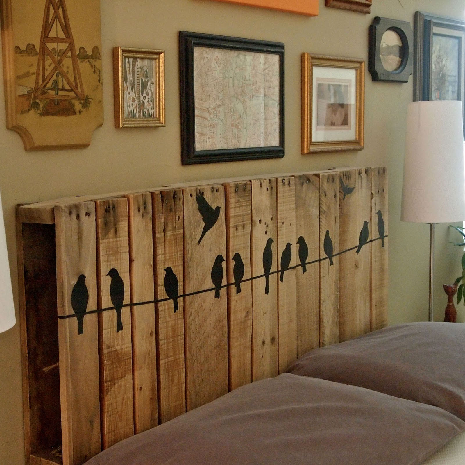 Wood pallet crafts easy craft ideas for Armoire palette bois