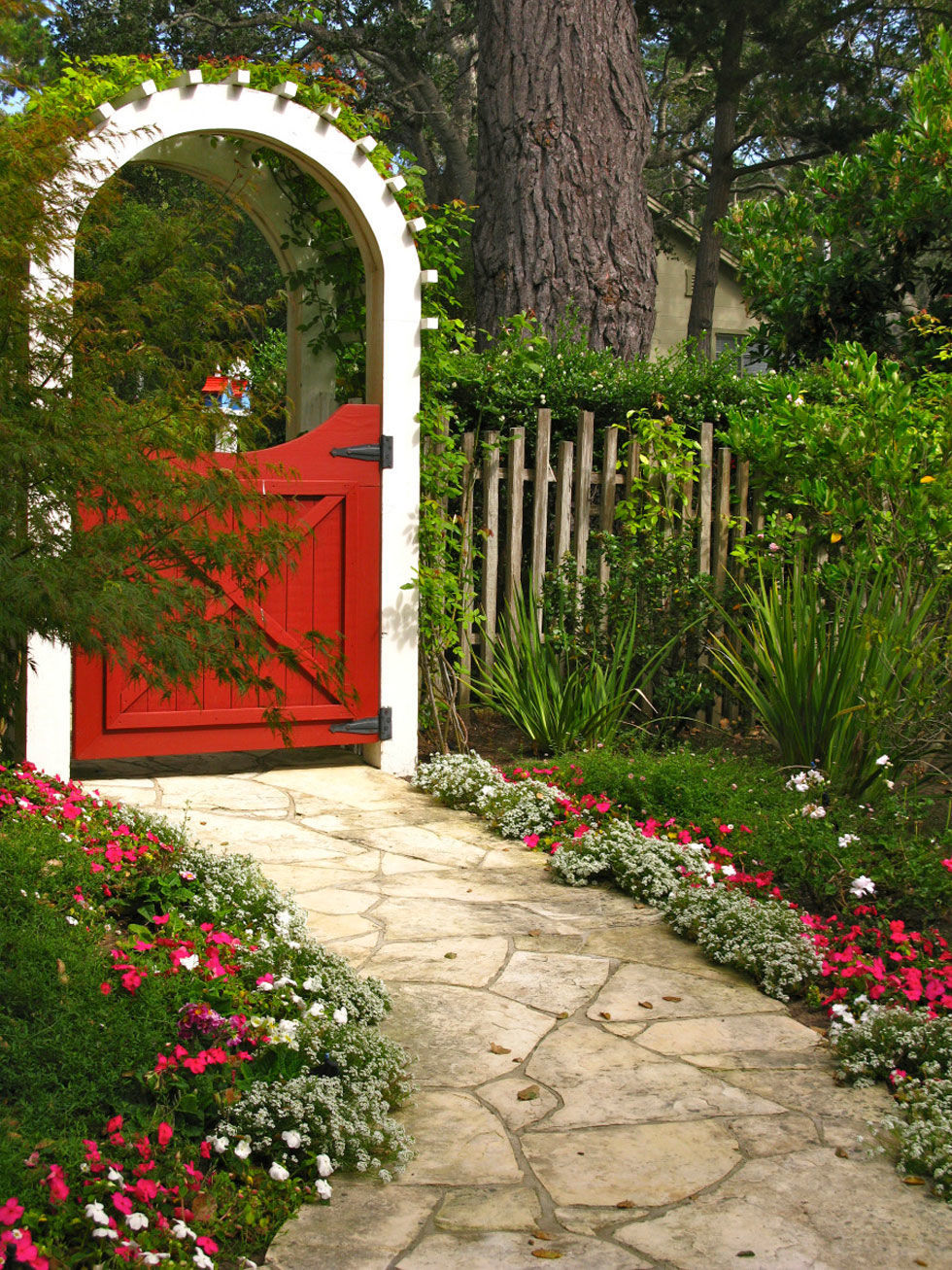 Garden gates backyard decorating ideas for Portillon de jardin pvc