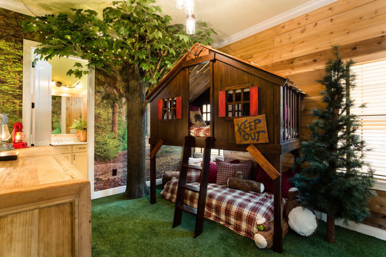 this unassuming home is hiding a big surprise inside - Treehouse Masters Tree Houses Inside