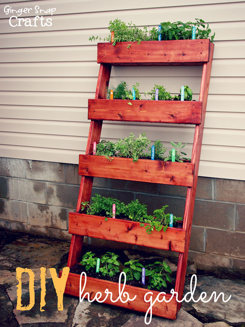 Garden Wall Ideas garden wall ideas doityourselfcom 26 Creative Ways To Plant A Vertical Garden How To Make A Vertical Garden