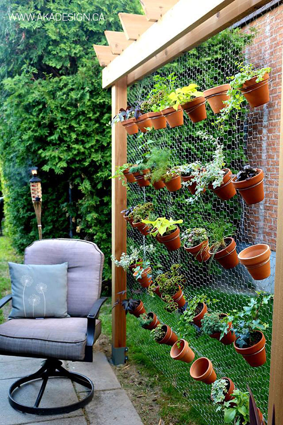19 creative ways to plant a vertical garden how to make for Cheap vertical garden