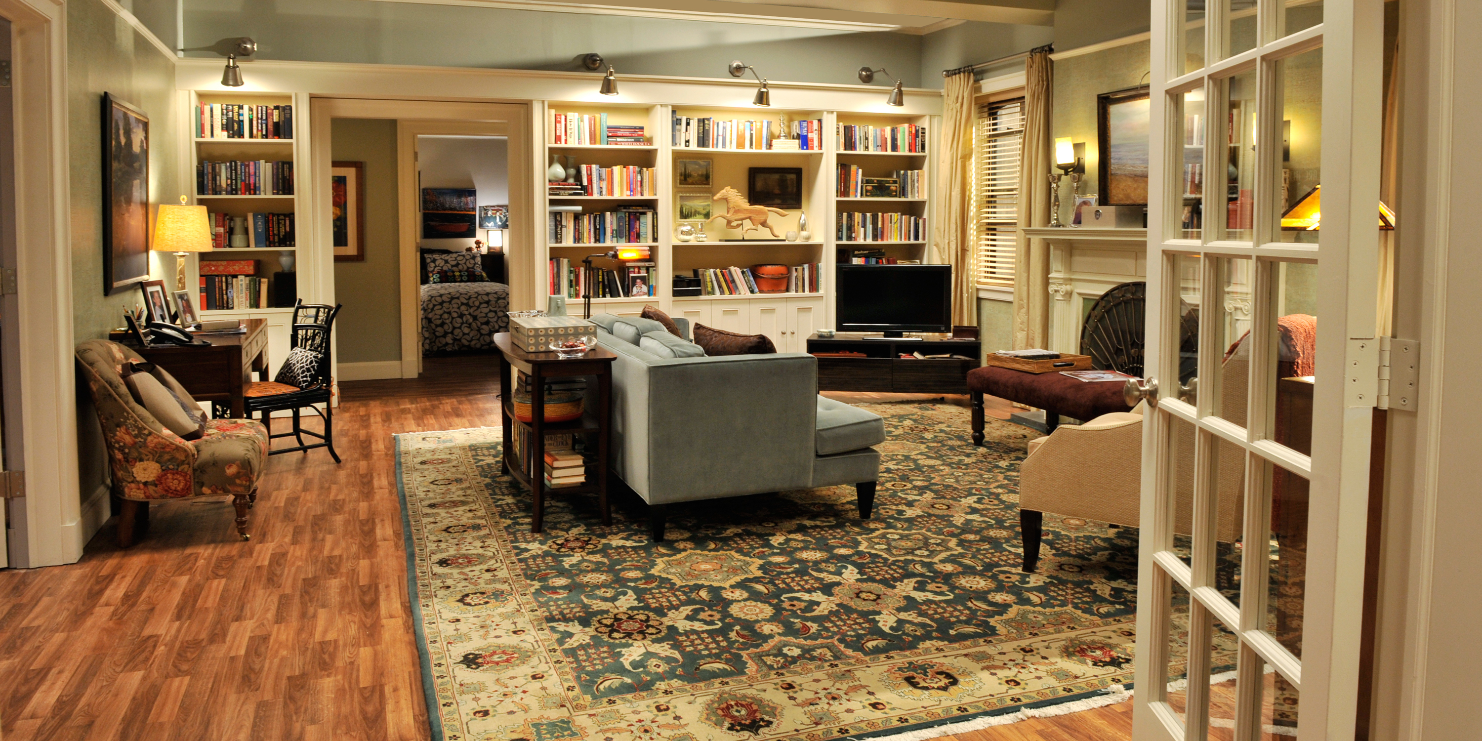 A Tv Set Decorator 39 S Step By Step Guide To Making Any Room Look Prime Time Ready 8 Smart