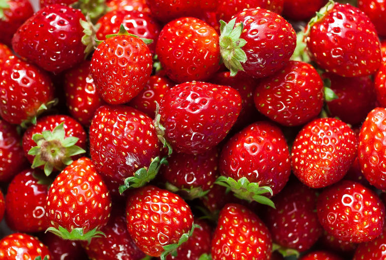 gallery-1432664914-strawberry-facts1.jpg