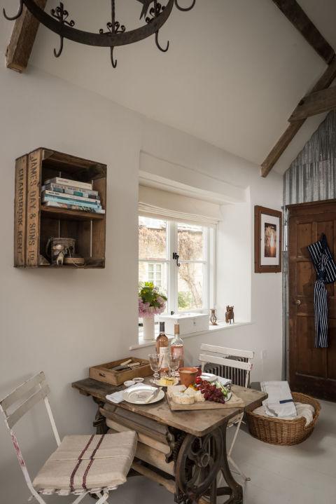cirencester united kingdom vacation rental cottages unique home stays. Black Bedroom Furniture Sets. Home Design Ideas