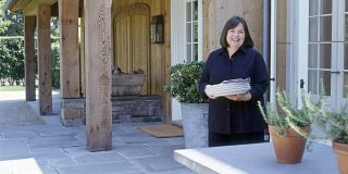 Barefoot Contessa Barn house pictures - tours of beautiful country homes
