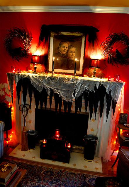 35 fall mantel decorating ideas halloween mantel decorations - Halloween Fireplace