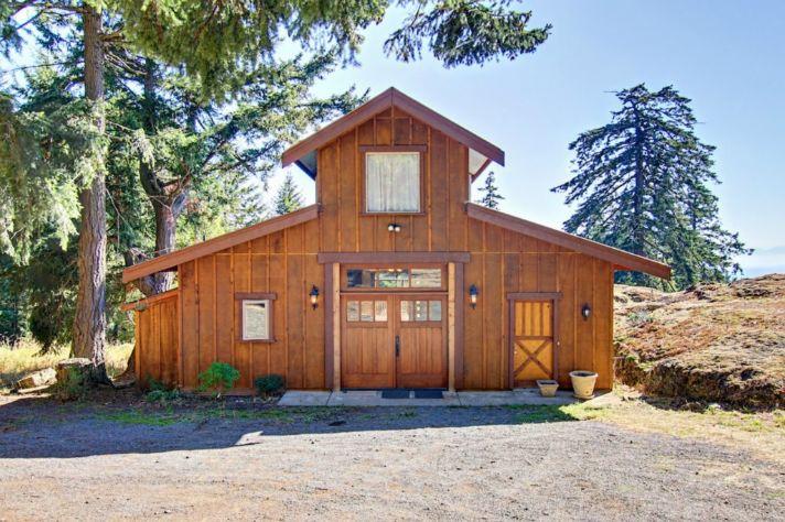 restored barn home barn home real estate. Black Bedroom Furniture Sets. Home Design Ideas