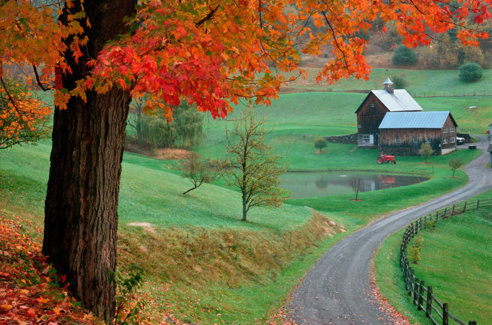 beautiful autumn barn photos - fall foliage pictures