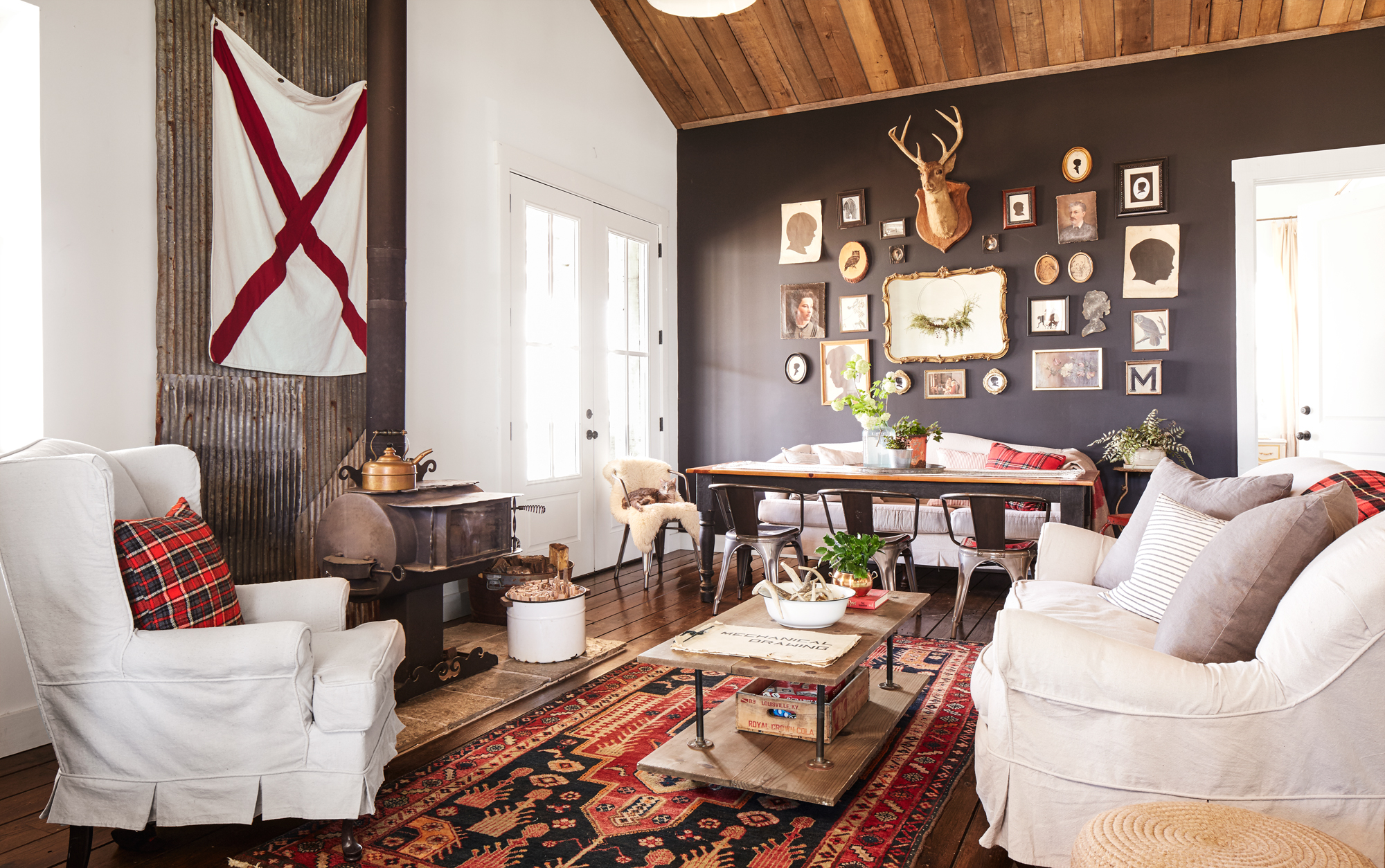 Darryl And Annie McCreary Cabin Decorating Ideas