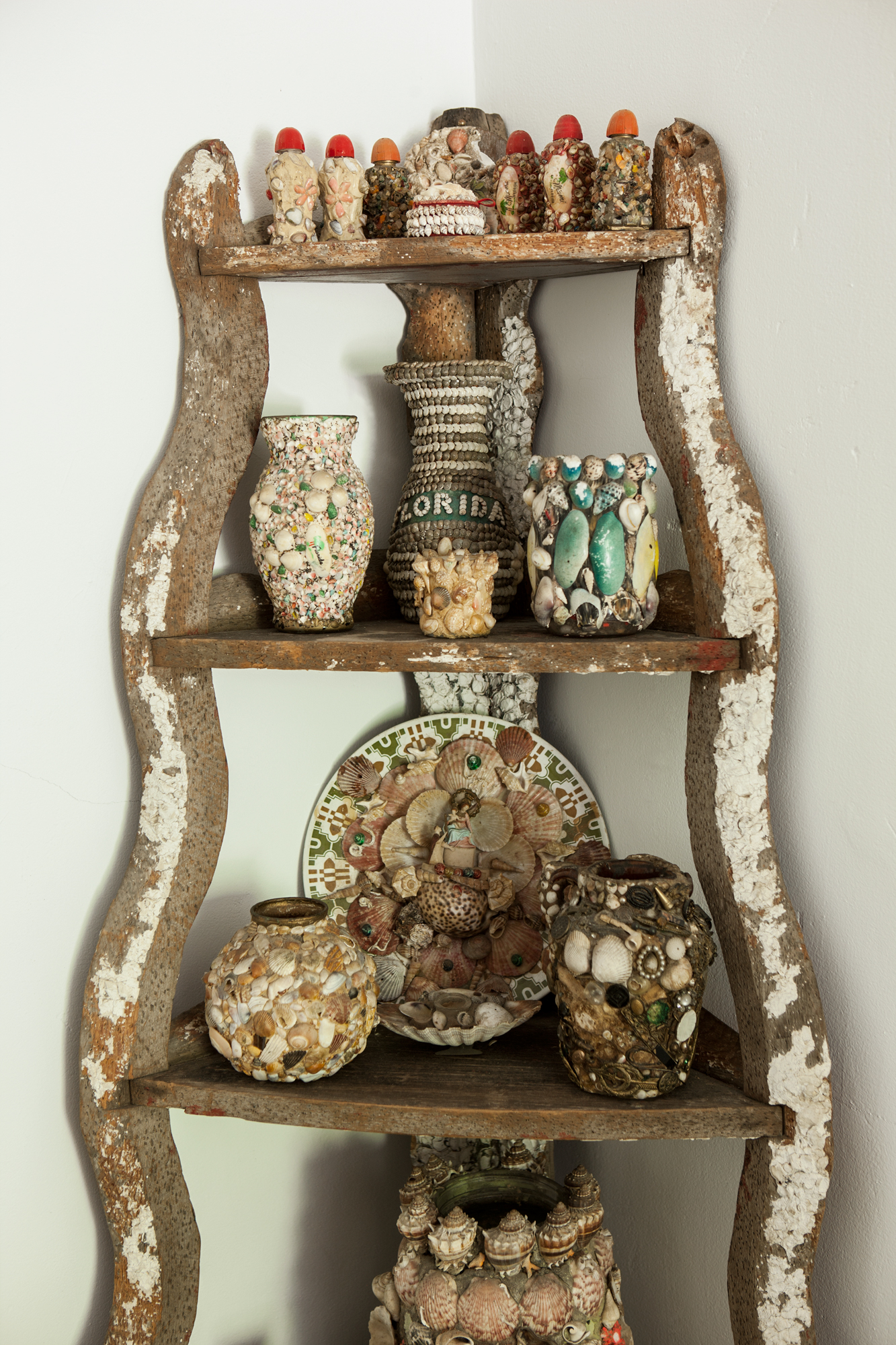 Display Collections - How to Decorate with Antiques
