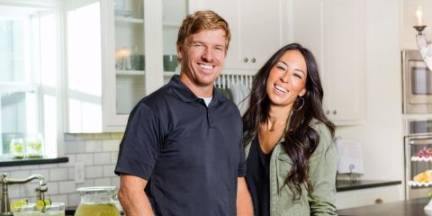 magnolia house chip and joanna gaines bed breakfast. Black Bedroom Furniture Sets. Home Design Ideas