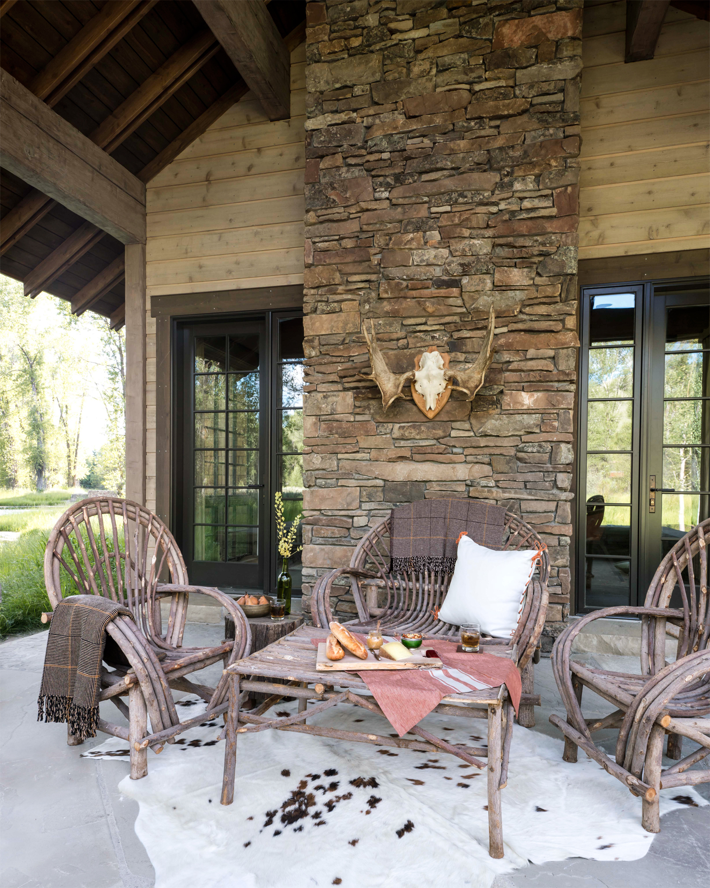 Porch Ideas: Cozy Log Cabin Decorating Ideas