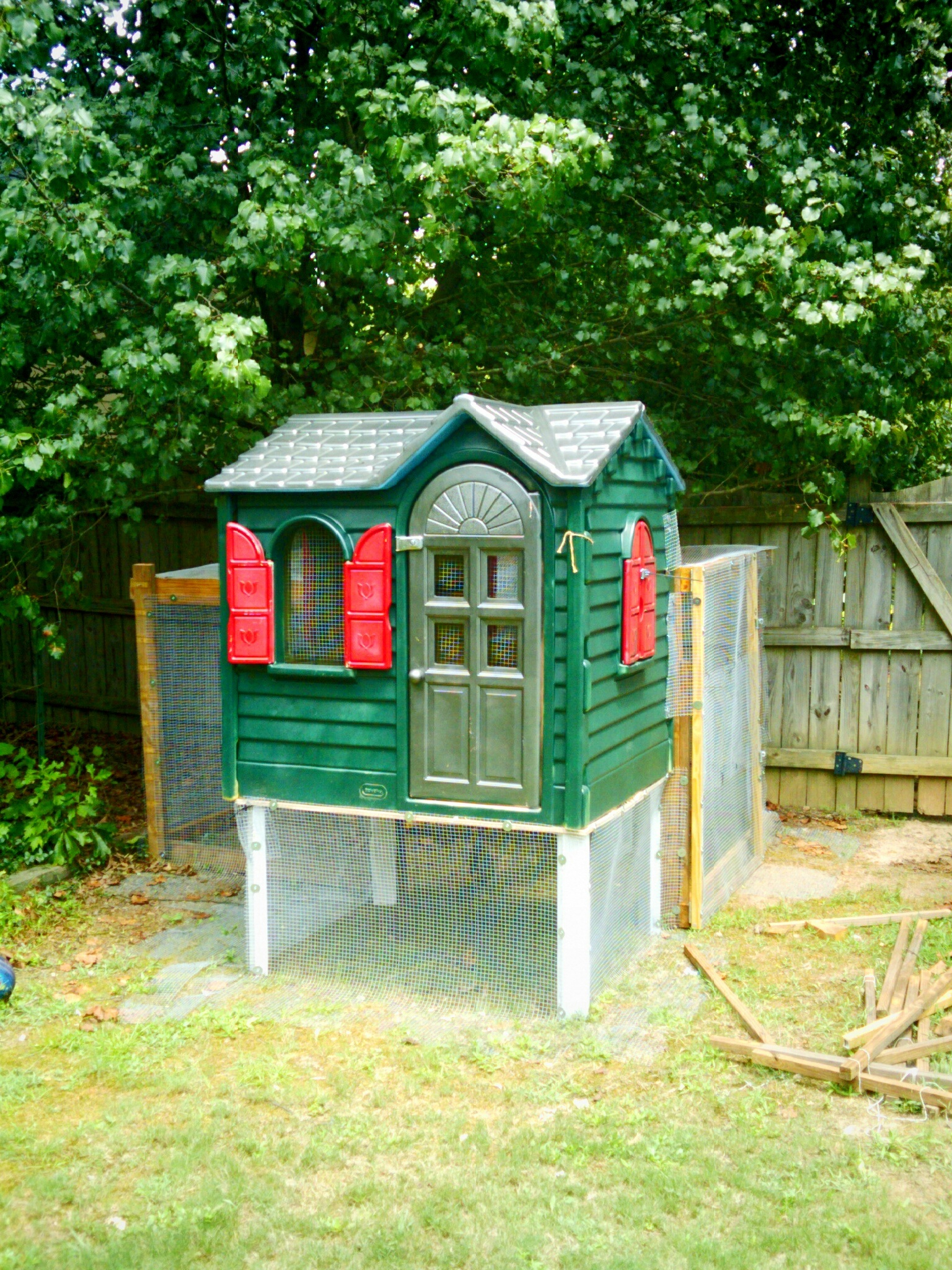 Little tikes playhouse makeovers diy playhouse for Little tikes house