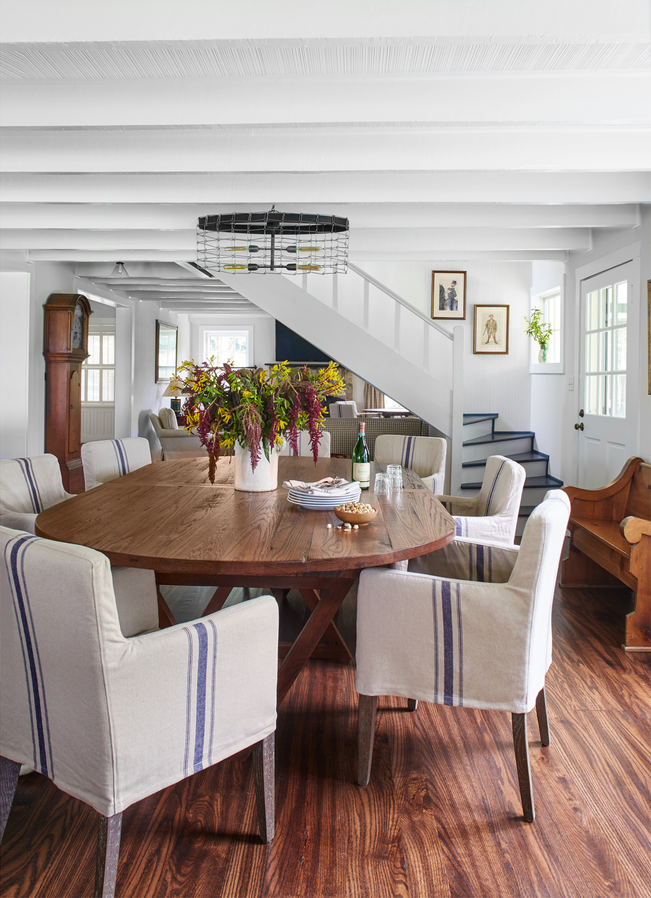 Landy gardner tennessee farmhouse cozy and colorful for Southern living dining room ideas