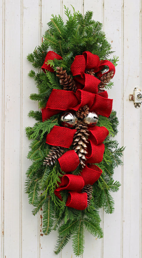Christmas Door Decor Ideas Part - 20: Christmas Swag