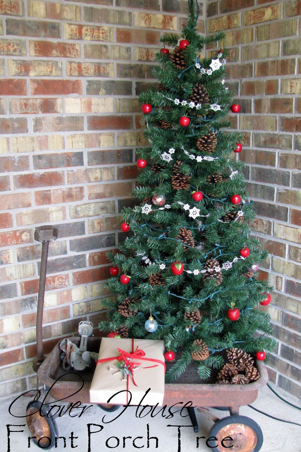34 outdoor christmas decorations ideas for outside christmas porch decor - Porch Christmas Trees