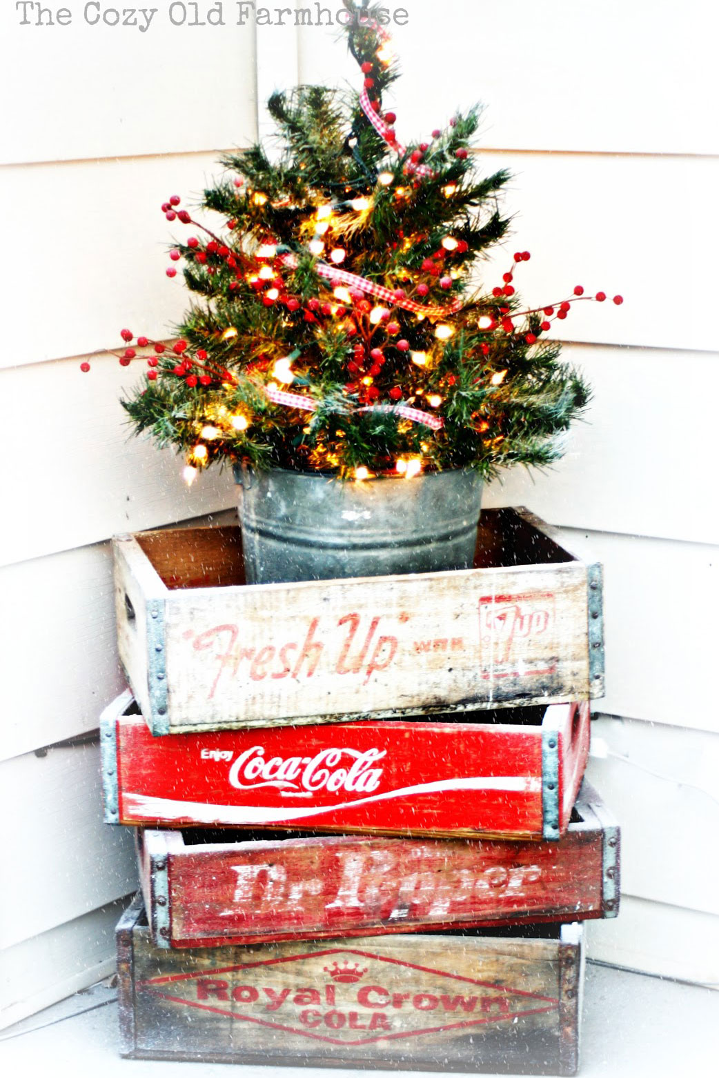 32 Outdoor Christmas Decorations   Ideas For Outside Christmas Porch Decor