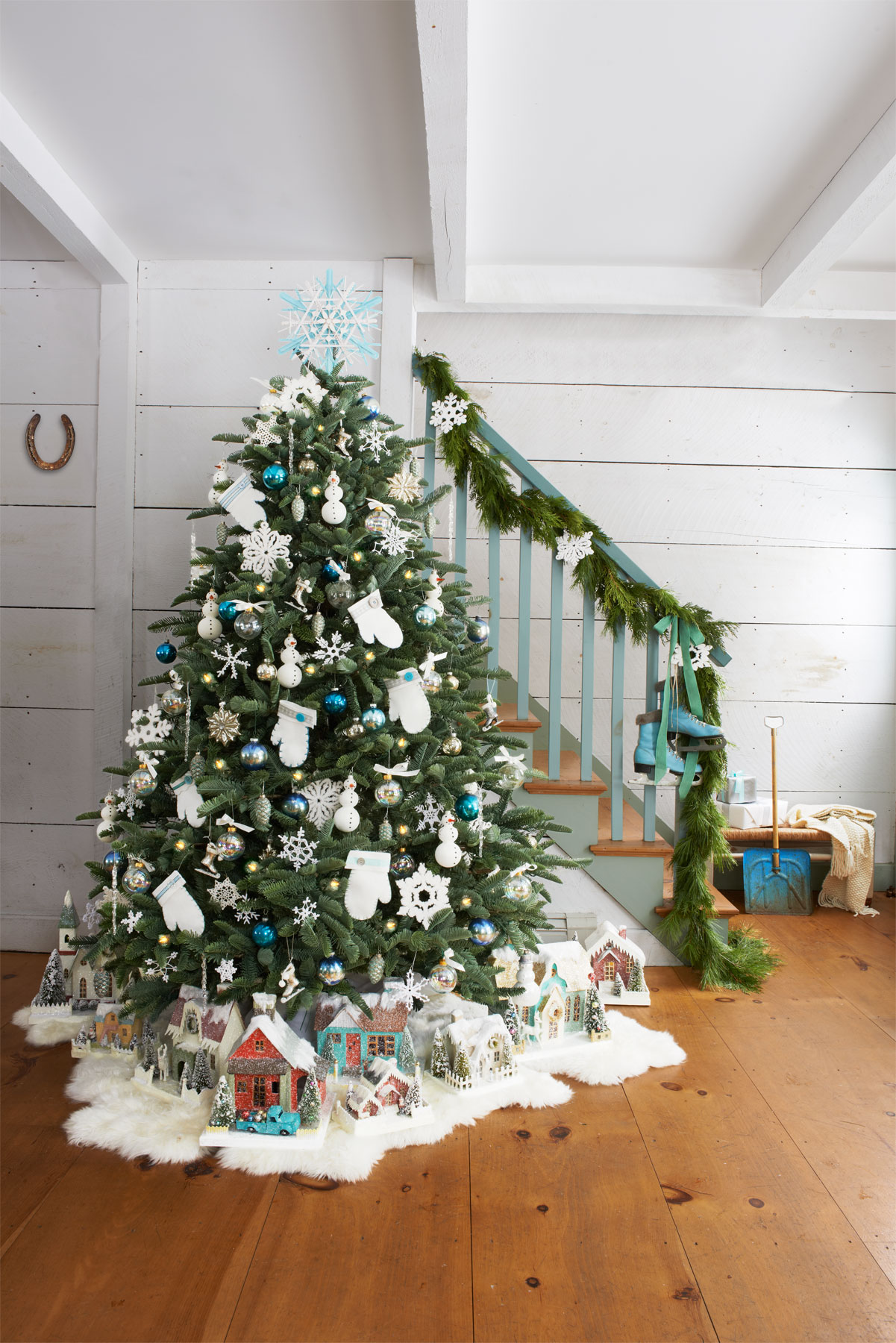 60 best christmas tree decorating ideas how to decorate a christmas tree - Fake Snow For Christmas Trees
