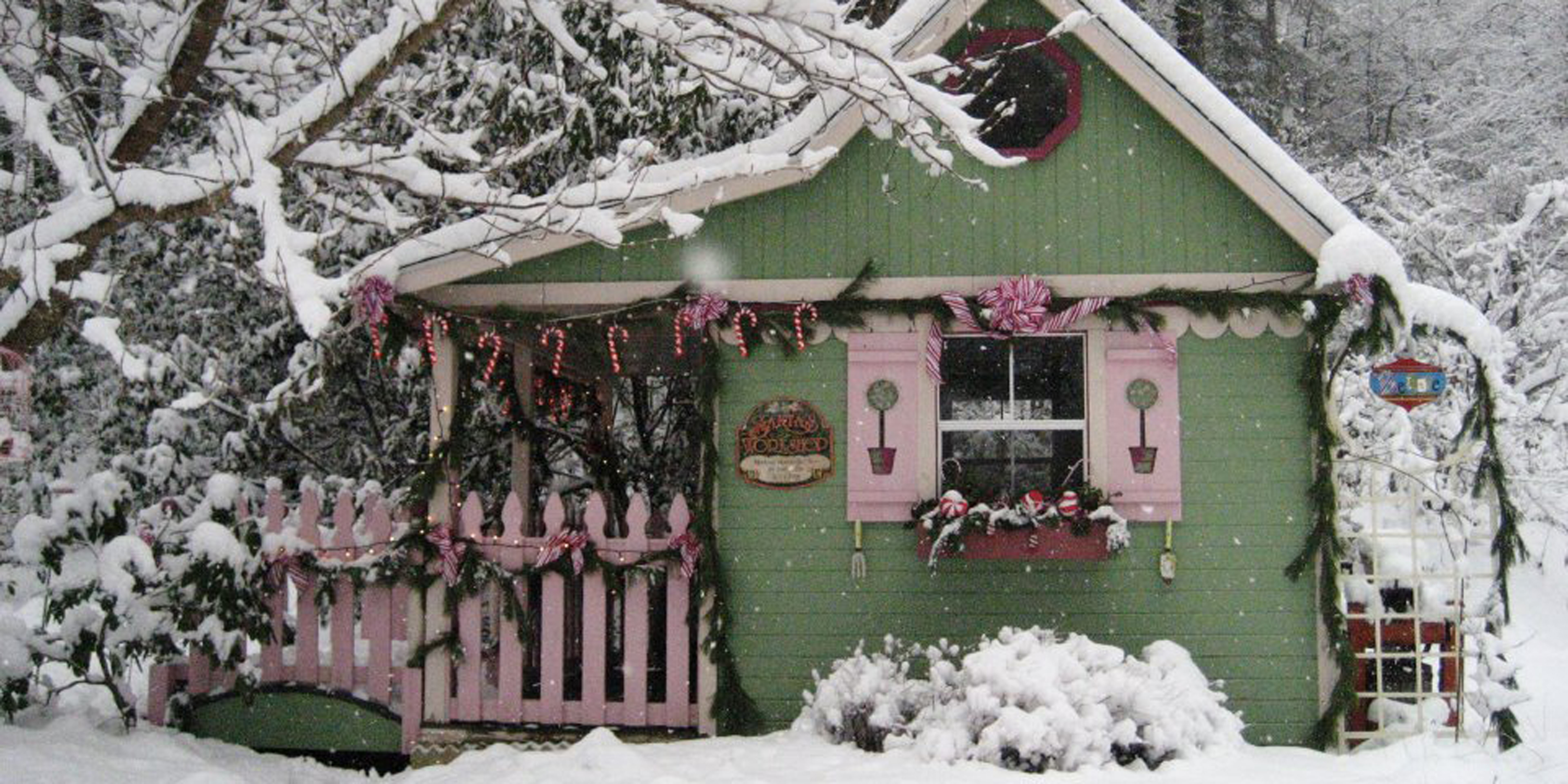 16 small space christmas decorating ideas tiny house christmas - Christmas decorating ideas for small spaces paint ...