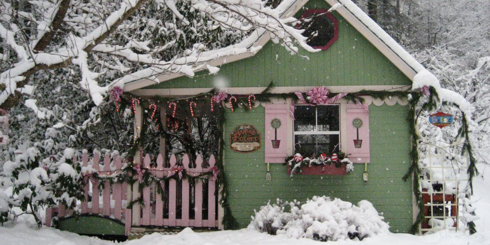 Christmas Homes 16 small space christmas decorating ideas - tiny house christmas