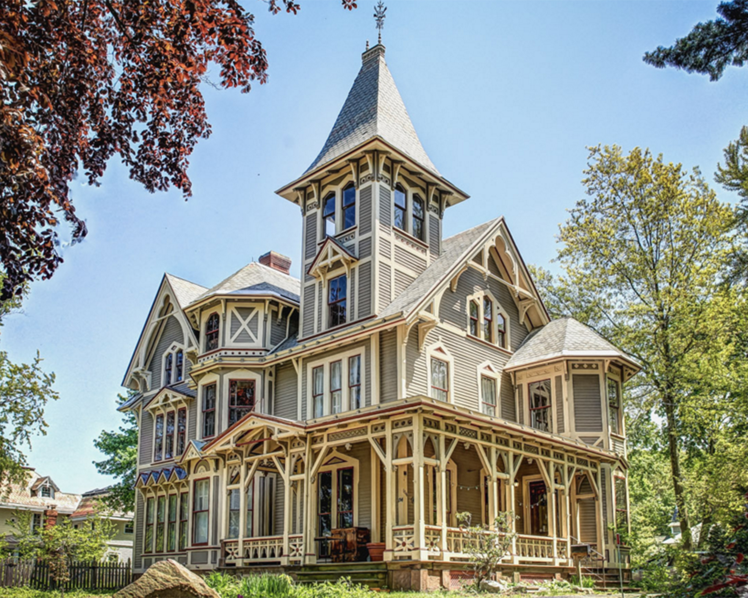 The 10 most beautiful historic homes on the market in 2015 for Beautiful classic houses