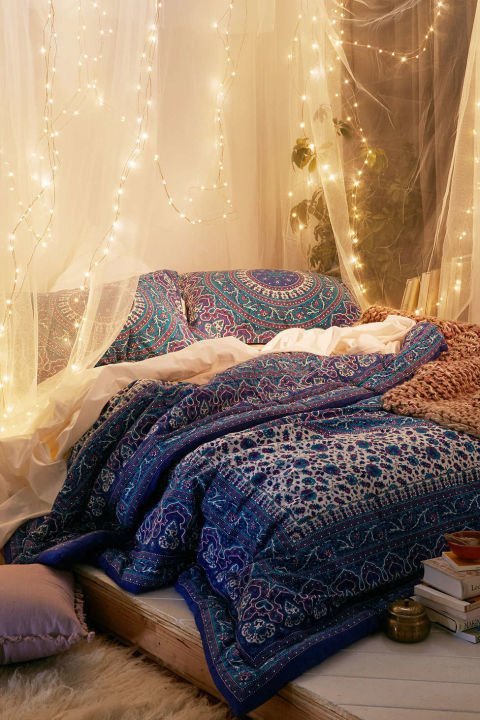 10 DIY Canopy Beds Bedroom and Canopy Decorating Ideas & Canopy bed lights