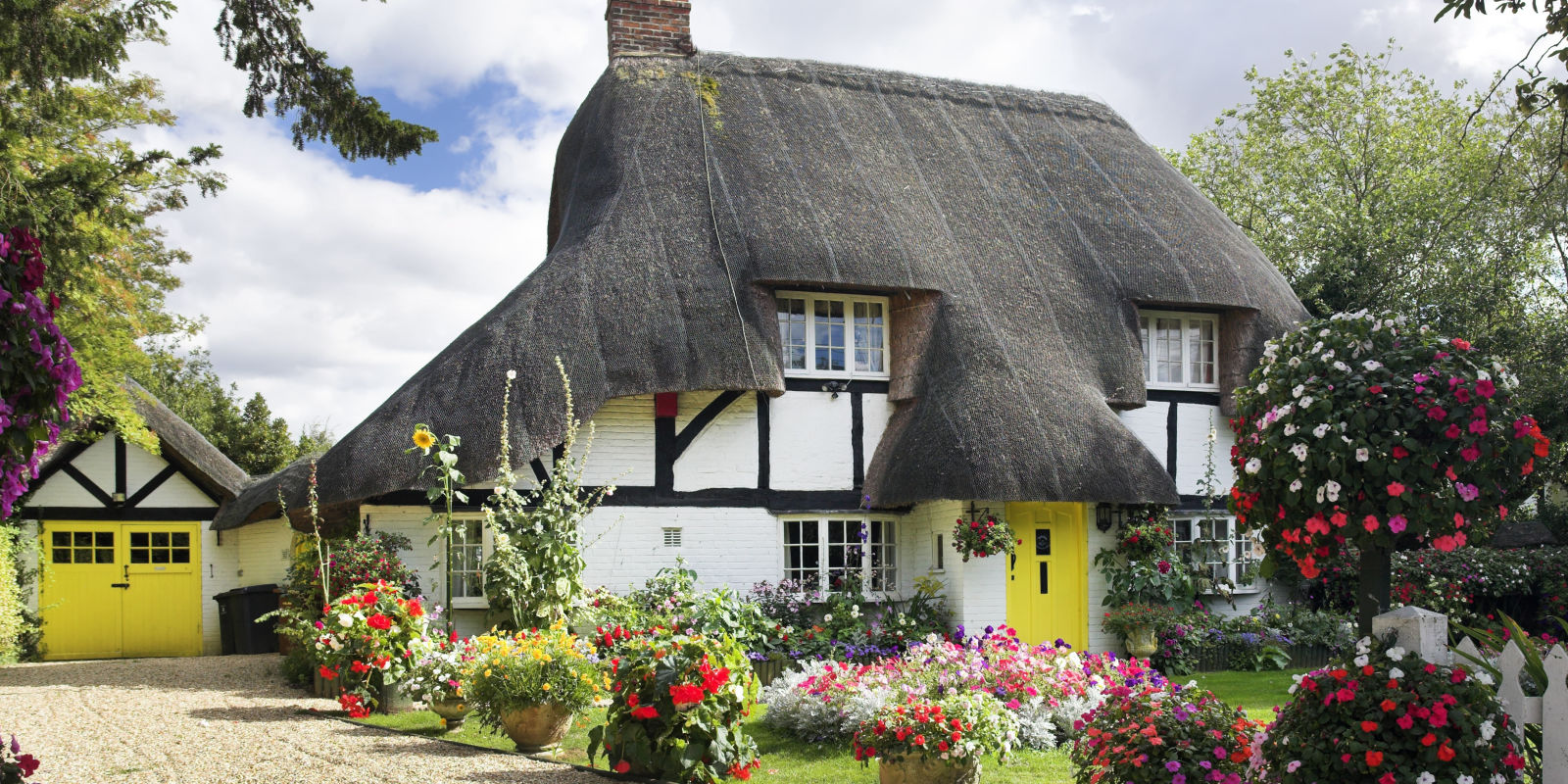 11 photos of english country cottages that make us want for Cottage anglais