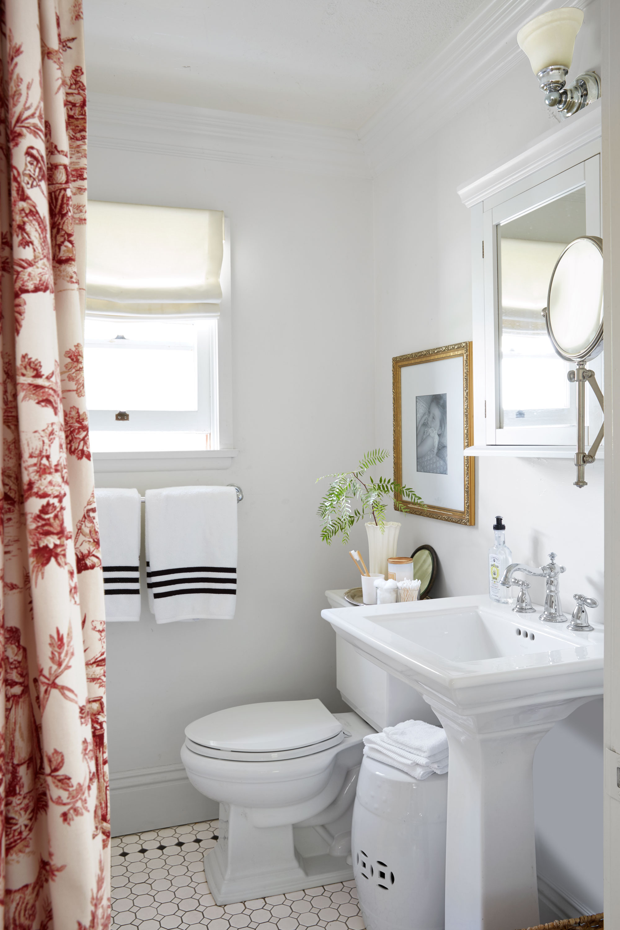 30 Quick and Easy Bathroom Decorating Ideas - Freshome.com