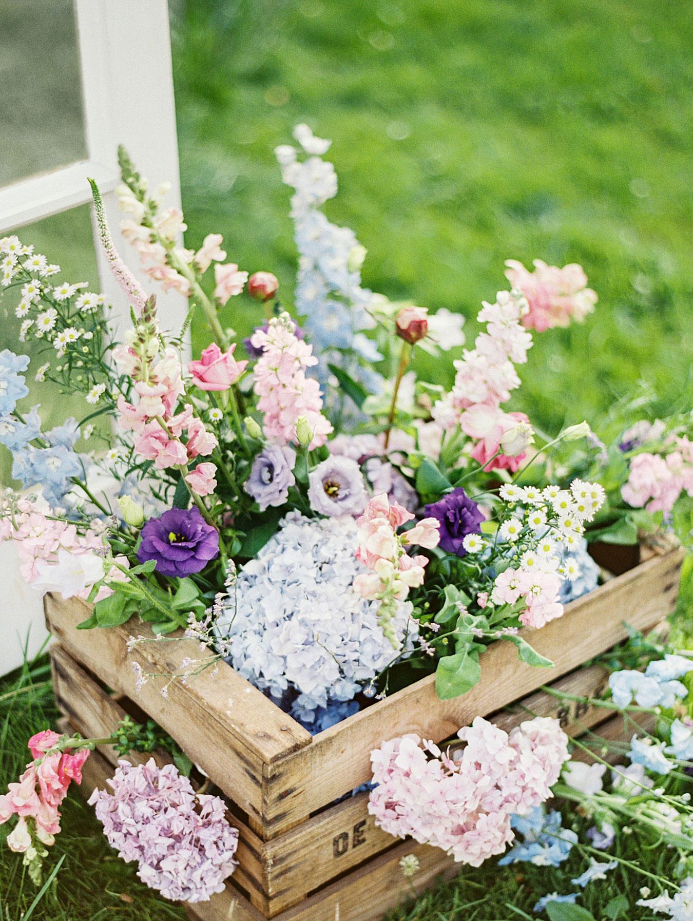 40 easy floral arrangement ideas creative diy flower arrangements dhlflorist Image collections