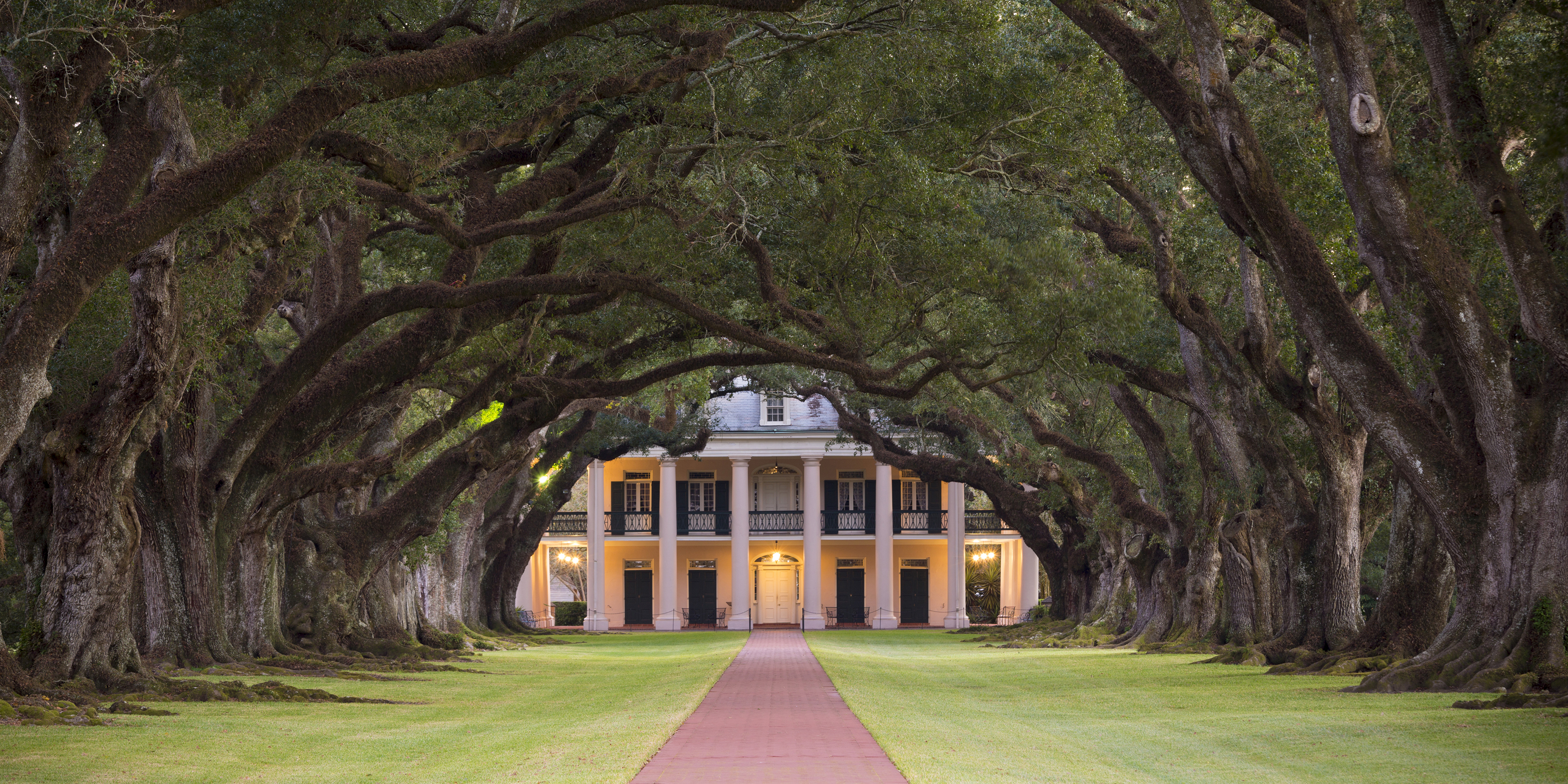 50 of the most famous historic houses in america for Beautiful classic houses