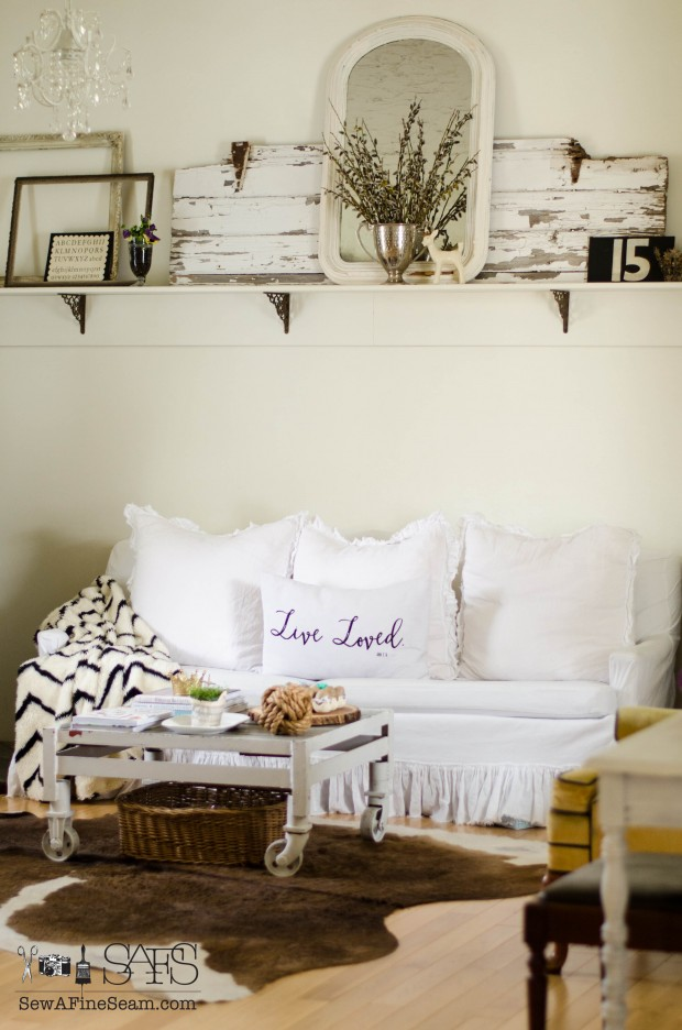 Spring blogger tour spring decorating ideas - Aubergine accessories for living room ...