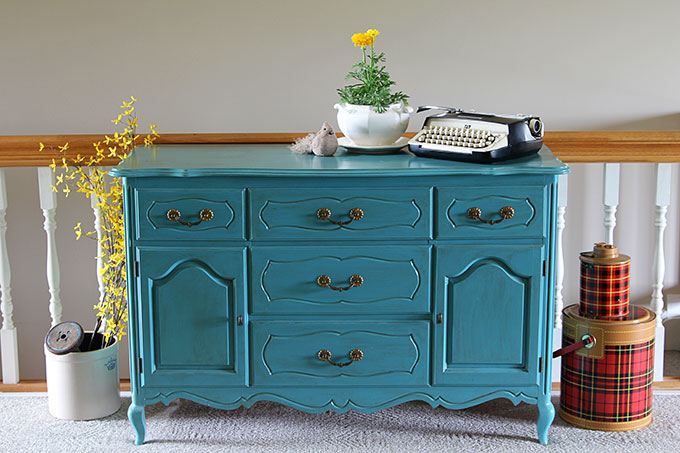 contrasting colors house of hawthornes - Spring Decorating Ideas