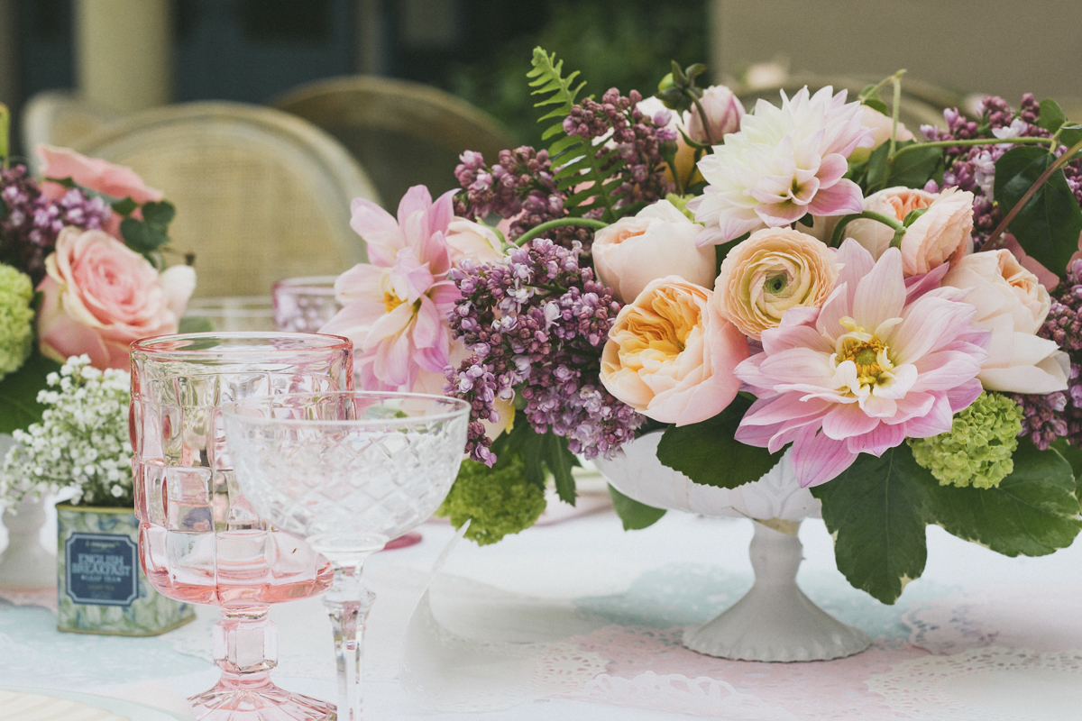 Centerpieces And Table Decorations Ideas For Spring Settings