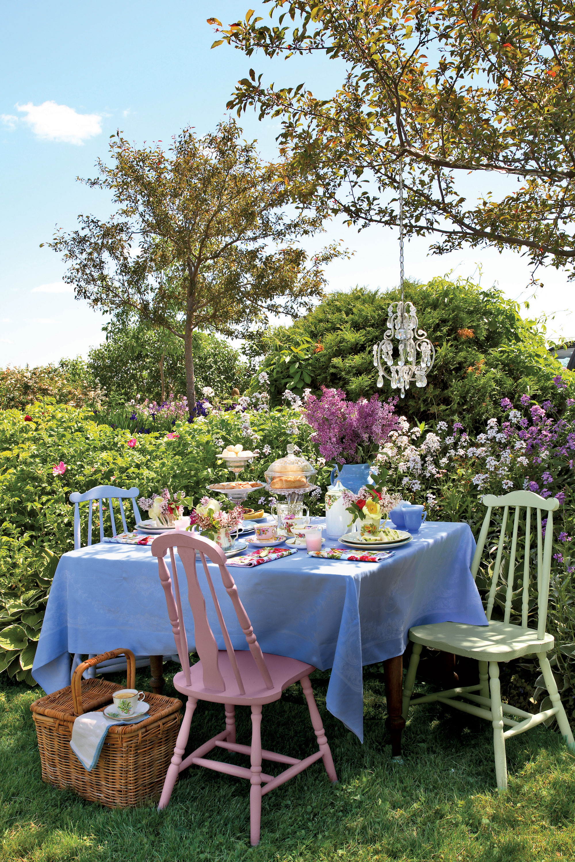 7 Top Tips For Throwing A Grand Party In A Small Home: Mother's Day Tea Party Ideas