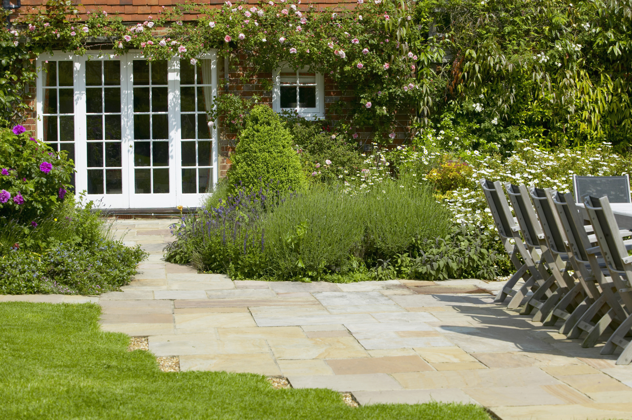 17 landscaping ideas for a low maintenance yard for Landscape garden maintenance