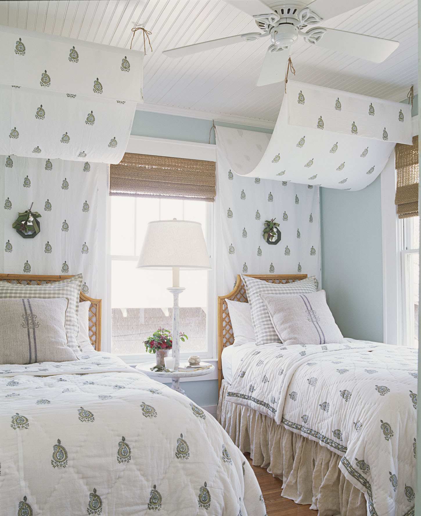 Guest Bedroom Designs: Decor Ideas For Guest Rooms