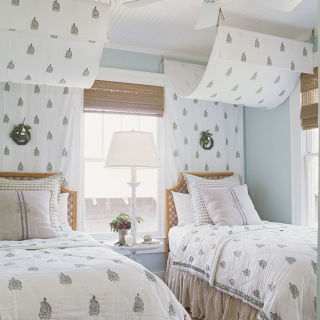 create a room that makes guests feel welcome and comfortable white bedroom. beautiful ideas. Home Design Ideas