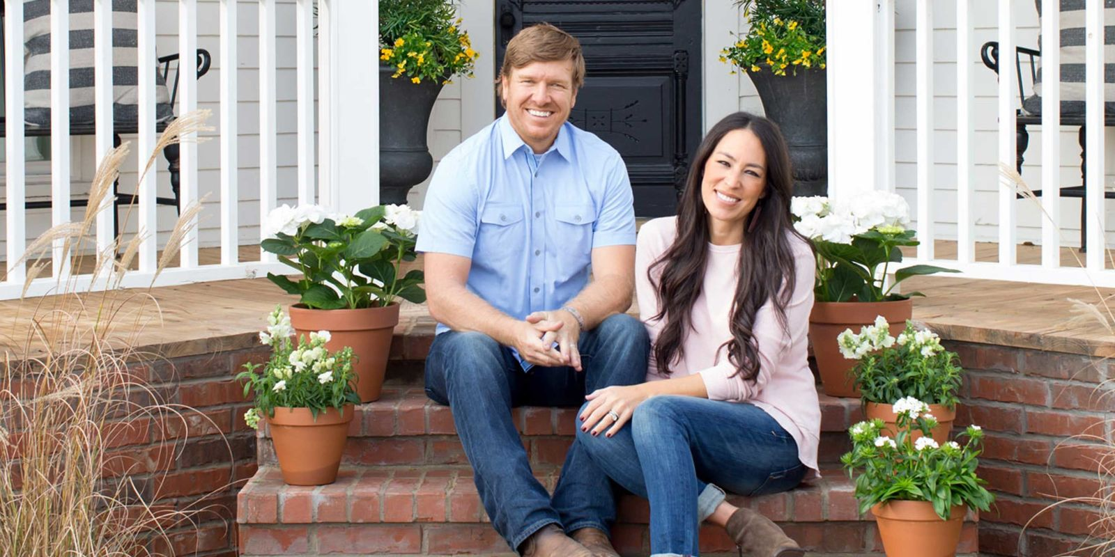 chip and joanna gaines love story how chip and joanna gaines met. Black Bedroom Furniture Sets. Home Design Ideas