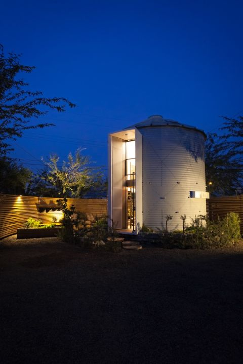 You can get almost anything online these days. Architect Christoph Kaiser bought a 1955 grain silo from a Kansas farmer over the internet. He then converted the steel structor into a cozy studio for him and his wife.