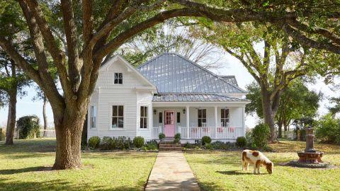 Bailey mccarthy texas farmhouse farmhouse decorating ideas for Texas ranch piani casa con portici