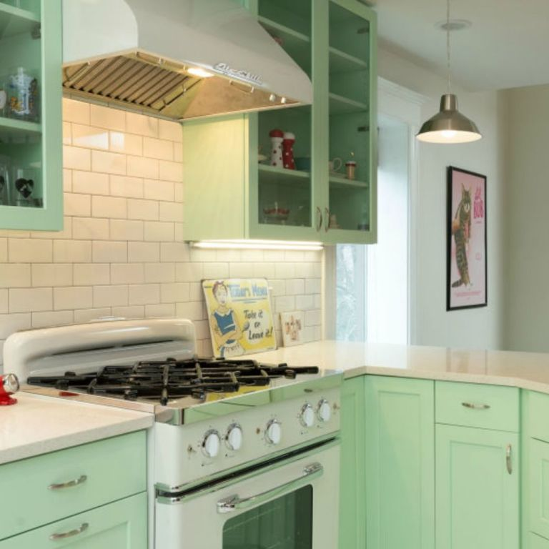 Vintage Kitchen Makeover: This Colorful Retro Kitchen Makeover Will Make You Feel