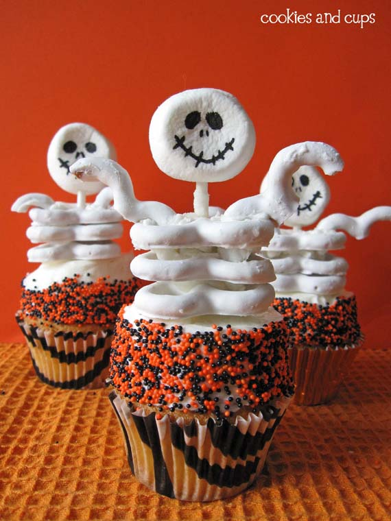 30 halloween cupcake ideas easy recipes for cute halloween cupcakes - Easy Halloween Cake Decorating Ideas
