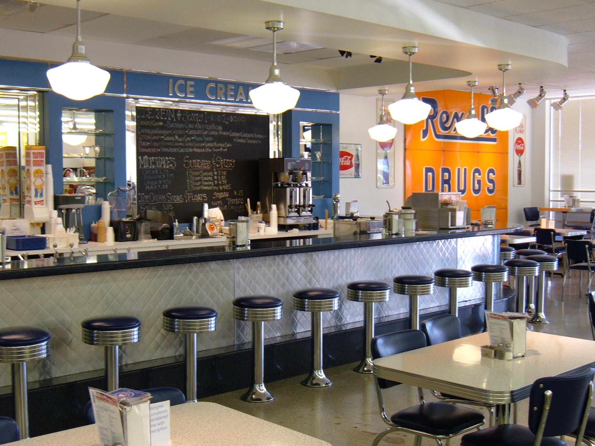 14 of the most charming old fashioned soda fountains in for Old fashioned ice cream soda fountain