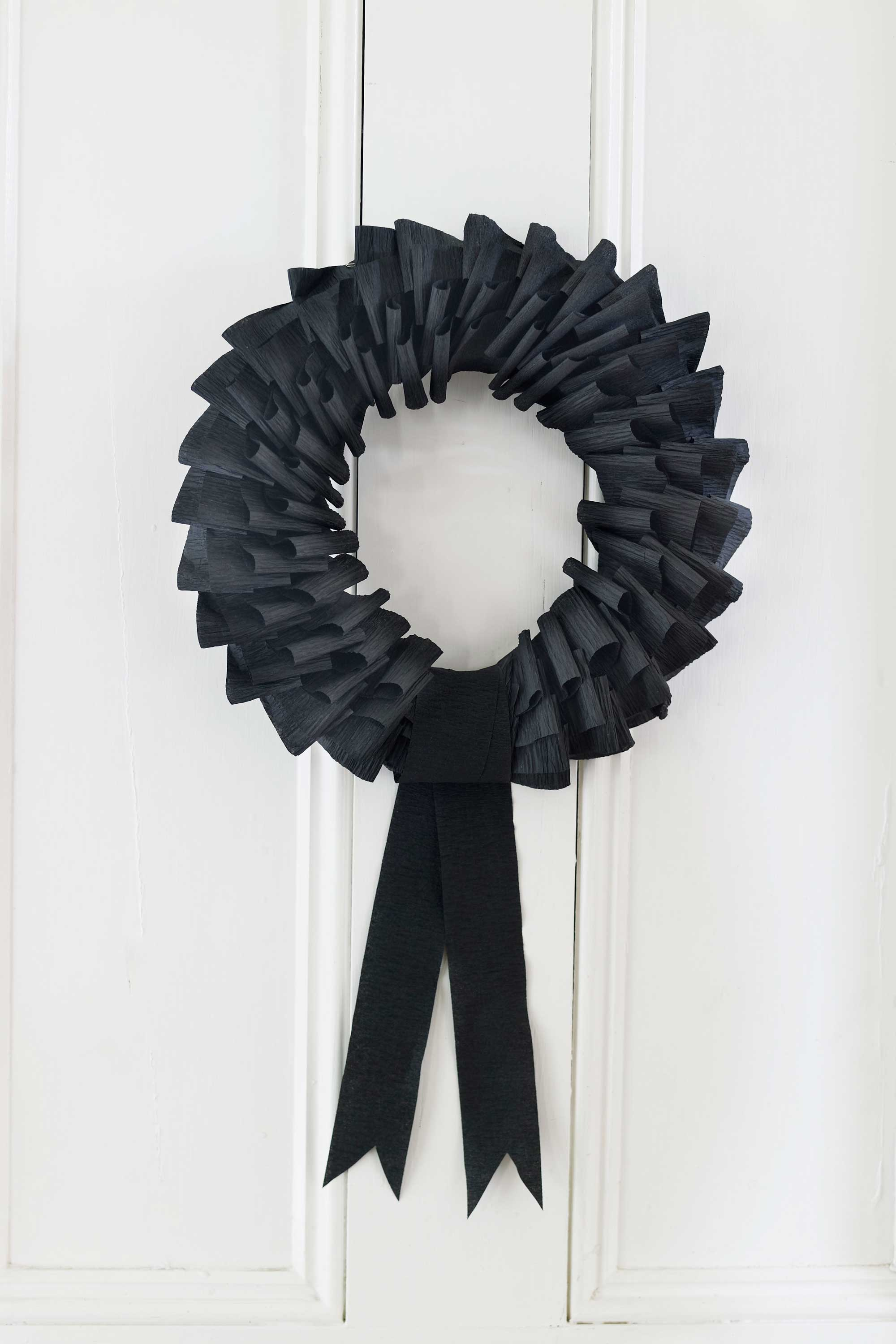 How To Make A Paper Wreath Black Paper Wreath Craft
