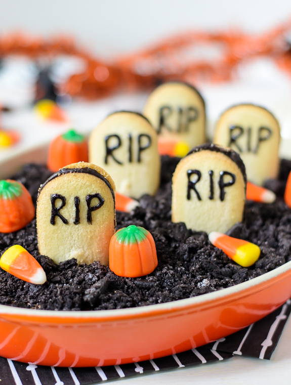 50 homemade halloween treats easy halloween dessert recipes - Fast And Easy Halloween Treats