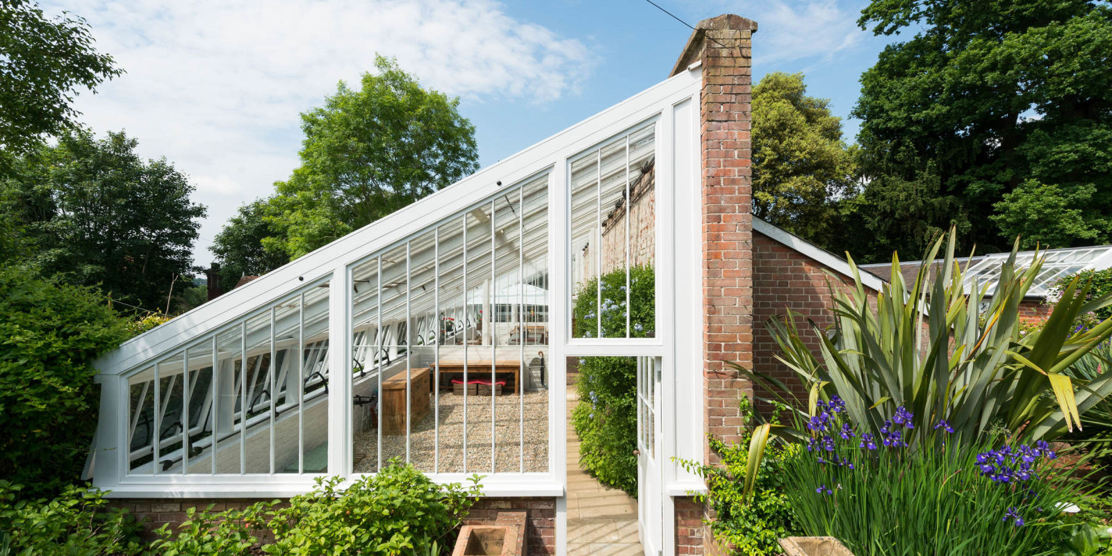 Is a barn a garden house greenhouses and a two bedroom guest house - This 19th Century Greenhouse Is Now A Gorgeous Home Greenhouse Transformation